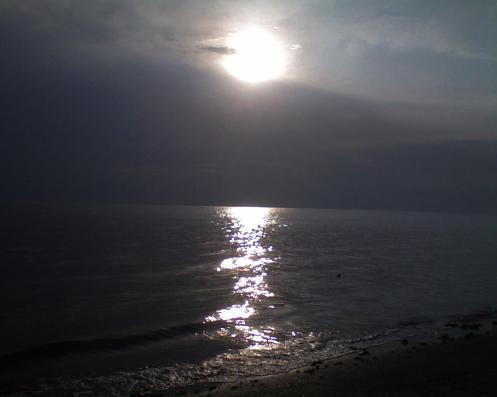 matahari hampir terbenam.. air mula nak pasang